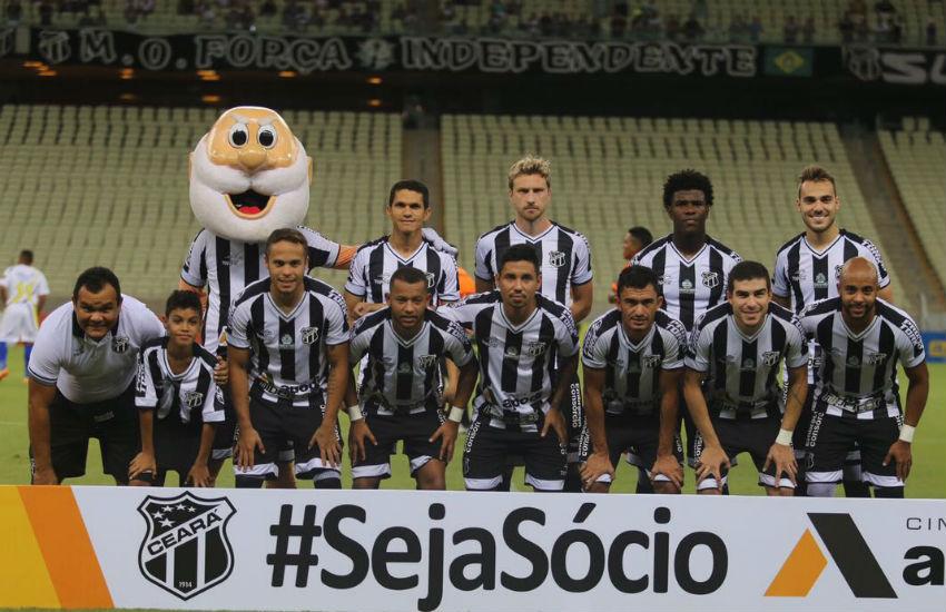 Menino que vende dindim vai a estádio pela 1ª vez e entra em campo com time do Ceará