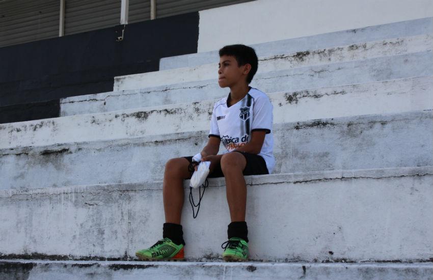 Que bonito é! Menino que vende dindim para pagar escolinha do Ceará mobiliza corrente de ajuda
