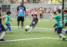 A escolinha faz uma homenagem a competições internacionais (FOTO: Diogo Braga)