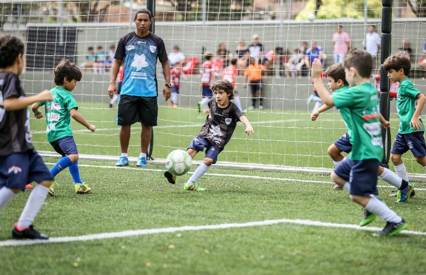 Escolinha de futebol em Fortaleza realiza Copa das Confederações entre alunos