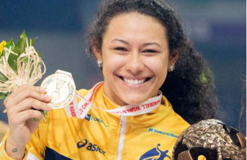 Campeã mundial de handebol, cearense Elaine Gomes vai jogar no campeão turco