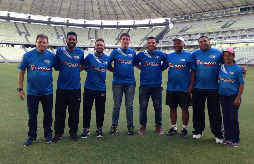 Garotada de projetos sociais participa de clínica de futebol na Arena Castelão
