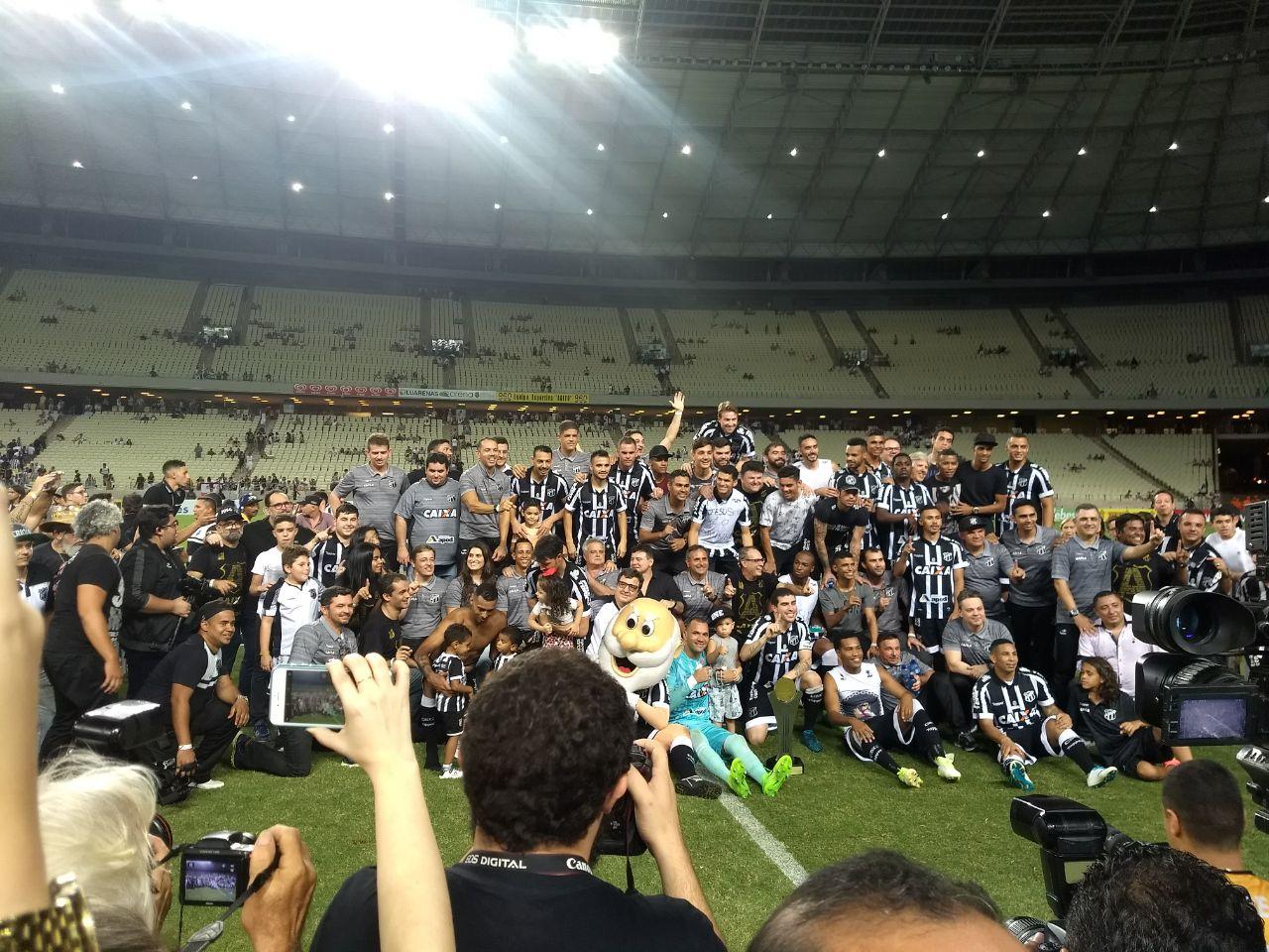 Torcida alvinegra lotou a Arena para comemorar o acesso do Ceará à Série A