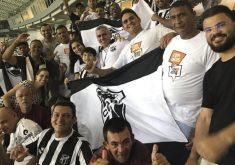 25 ex-moradores de rua assistiram ao jogo (FOTO: Divulgação)