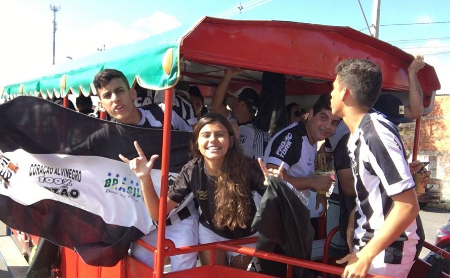 Torcedores lotam trenzinho da alegria para assistir ao jogo do Ceará no Castelão