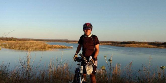 Idoso com apenas um rim pedala 50 km por dia no interior do Ceará