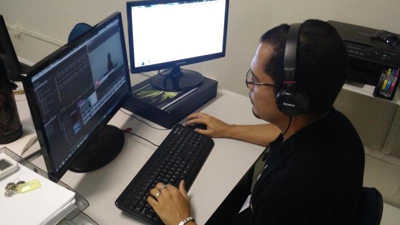 Alunos optam por cursos online para poupar tempo e dinheiro (FOTO: Master Concursos/ Divulgação)