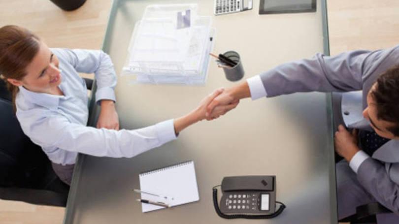 É normal e totalmente compreensível um nervosismo inicial durante a entrevista de emprego (FOTO: Divulgação)