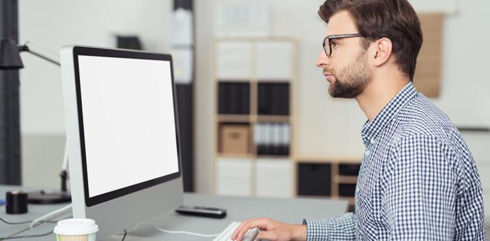 """O funcionário que costuma questionar obrigações, pedidos e regras no ambiente de trabalho é tido como o """"questionador"""" (FOTO: Shutterstock)"""