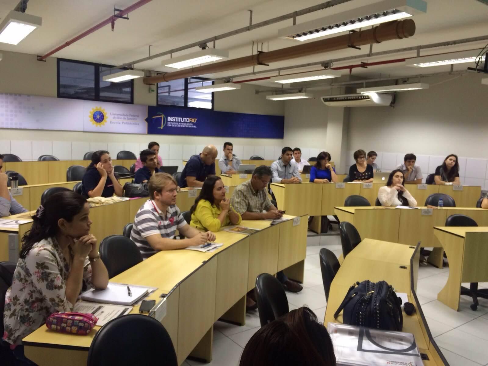 Novos eixos da comunicação e design são discutidos em faculdade
