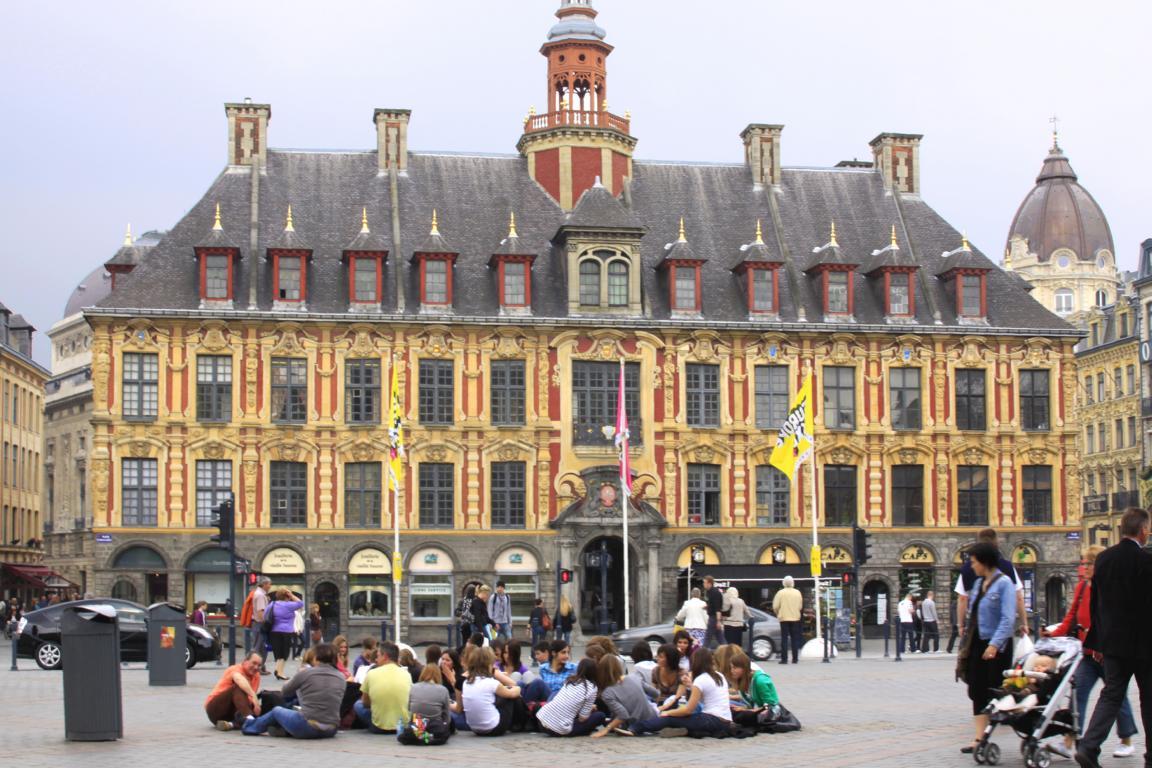 Governo francês ajuda estudantes a encontrar bolsas de estudo no país