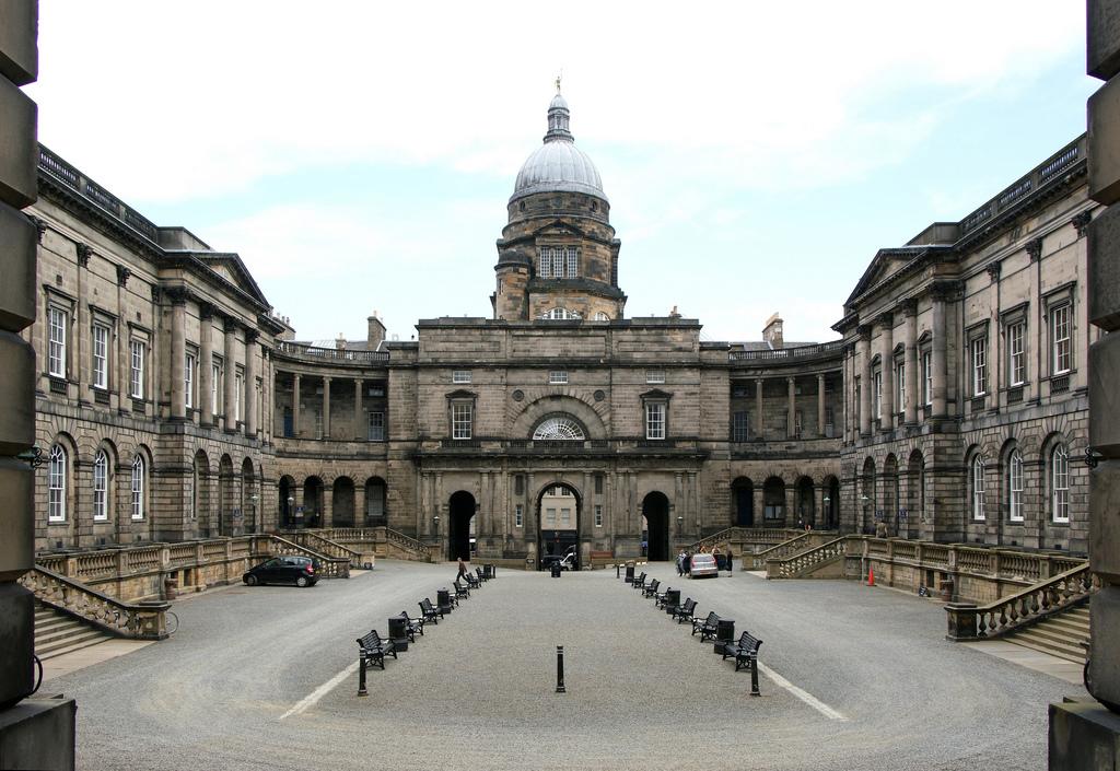 Concorra a bolsas para cursos de verão na Universidade na Escócia