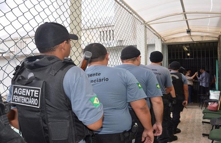 Mais de 1.000 vagas para agentes penitenciários devem ser abertas no Ceará, anuncia Camilo Santana