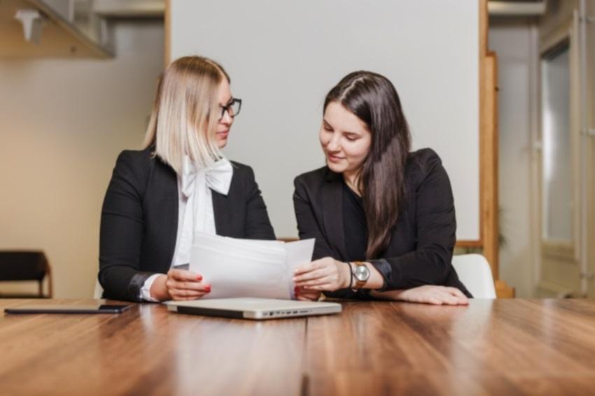 Consultora de estilo dá sugestões de como se vestir para uma entrevista de emprego