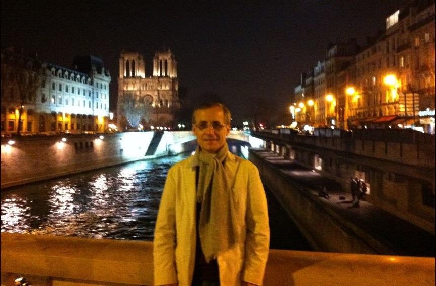 Professor universitário conta sobre desafios de aprender outro idioma para estudar fora