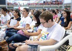 Jovens em uma aula no ginásio Paulo Sarasate em referência a abertura das inscrições da Academia Enem