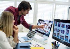 Homem e mulher em um escritório. Aparentemente o homem está ensinando a mulher em referência aos cursos oferecidos pela escola de design e tecnologia