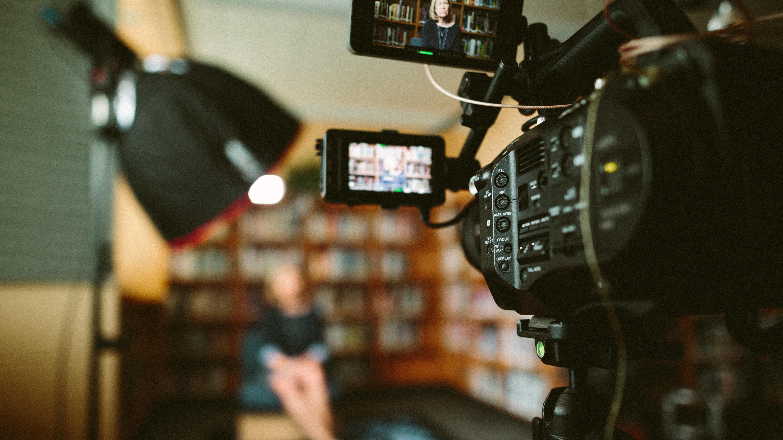 Instituição oferece bolsa de mestrado para curso de roteiro de cinema nos EUA