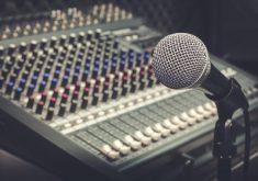 Microfone em referência a IFCE abre inscrições para cursos na área de música em Fortaleza e Tabuleiro do Norte