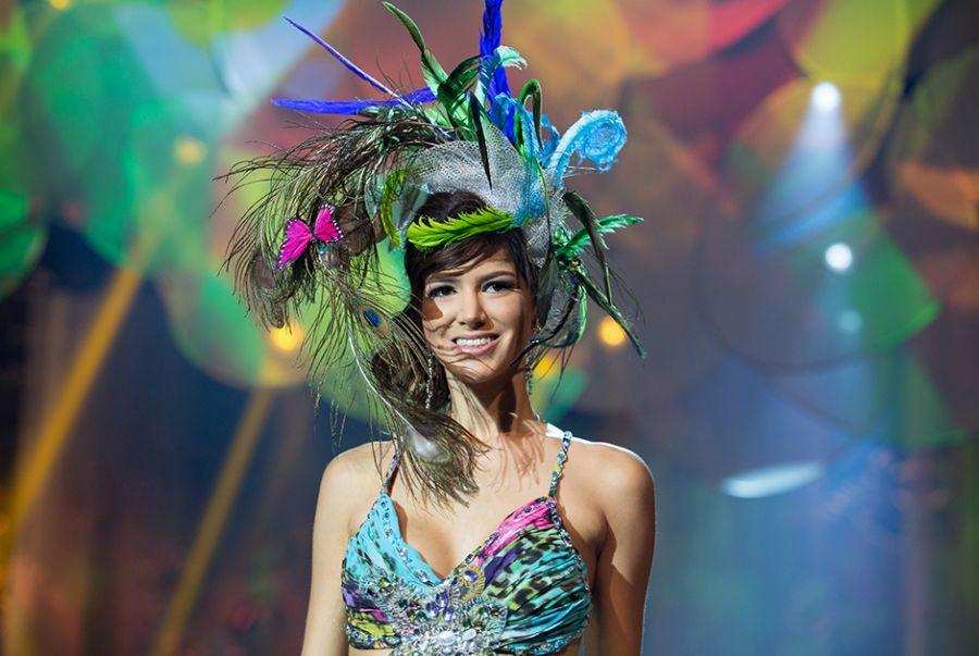 Raissa Campelo, a Miss Acre, desfilou um modelo desenhado por Sidnei Mendes que simbolizava o misterio da onça pintada da floresta amazônica