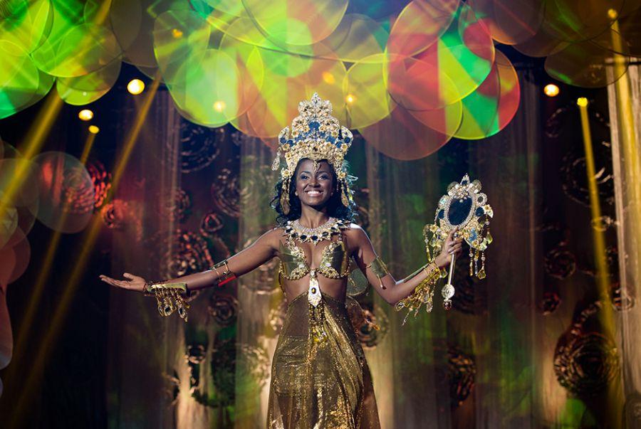 Priscila Santiago, Miss Bahia, vestiu um modelo desenhado por Fabio Sande que representava Oxúm