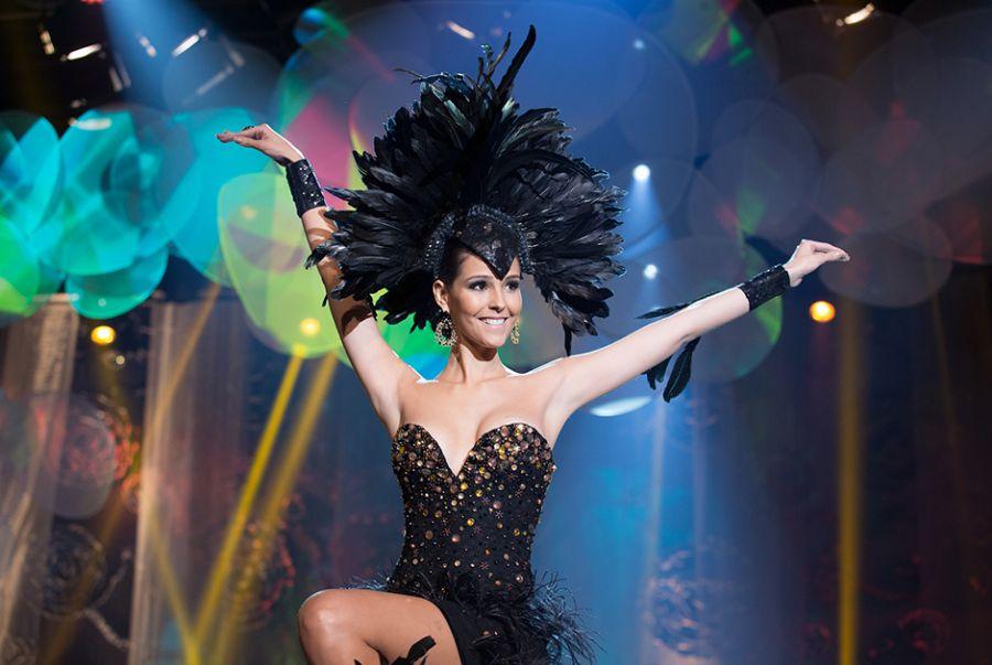 Mariana Vasconcelos, Miss Ceará, desfilou um modelito feito por Kallil Nepomuceno simbolizando graúna a ave negra
