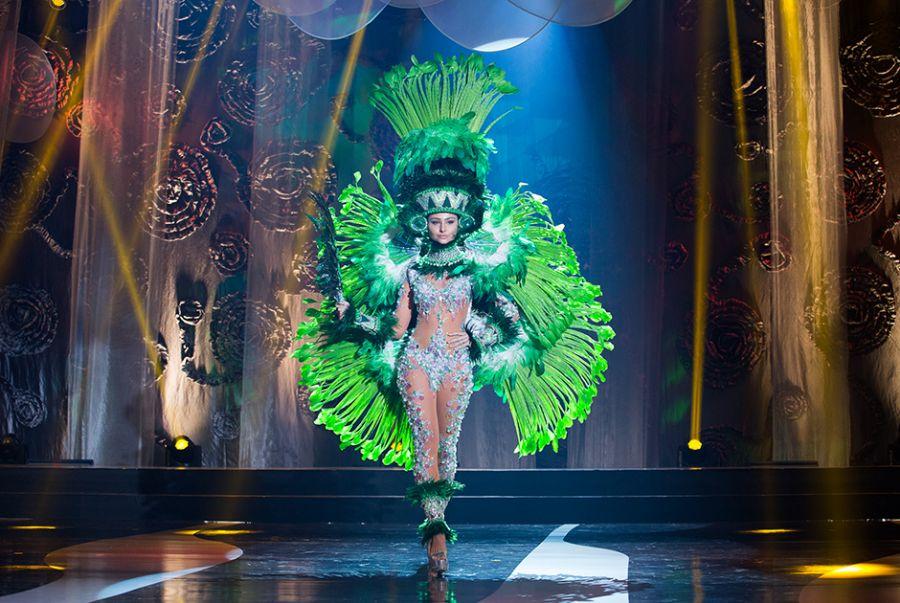 A Miss Espírito Santo, Anne Volponi, foi a índia das águas em traje feita por Paulo Roberto Balbino