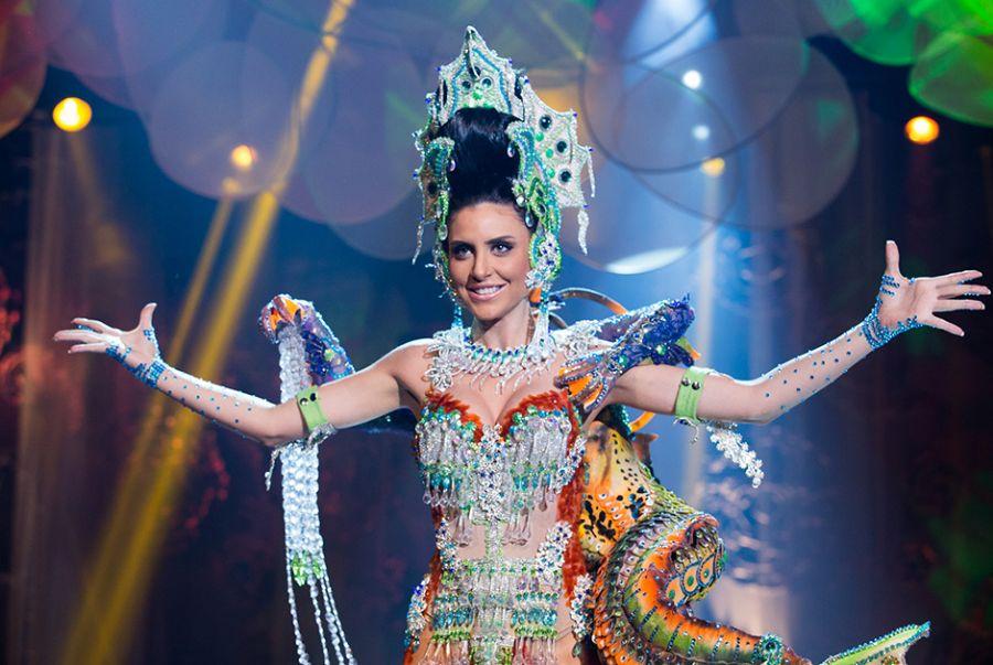 Anne Vieira, a Miss Pará, desfilou com o traje do estilista Junior Manzini, Encantaria dos Caruaras - O Caruara