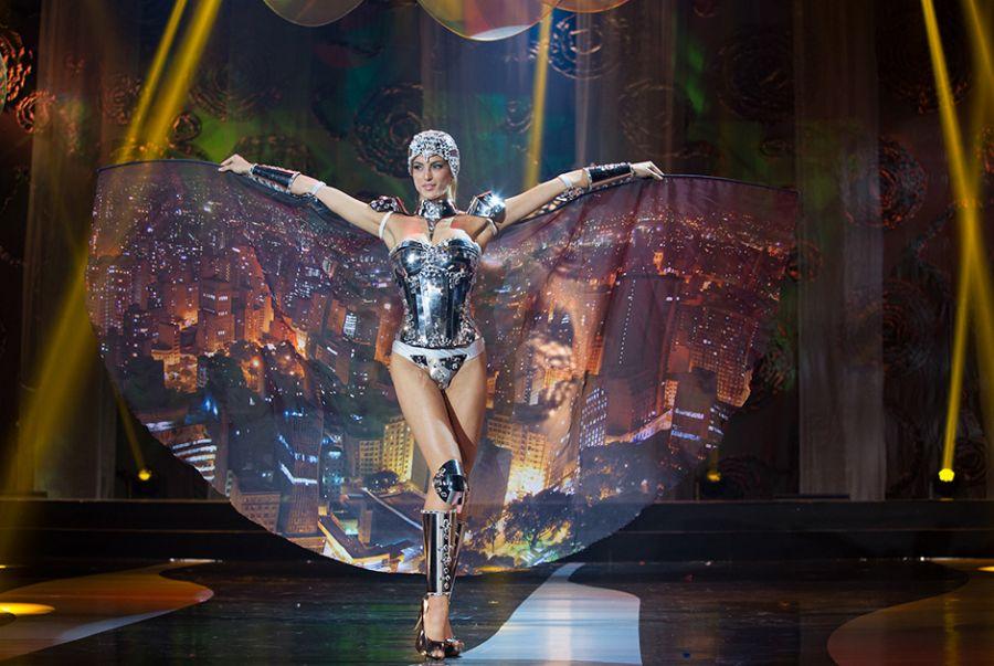 Bruna Michels, a Miss São Paulo, colocou na roupa os elementos que fazem do Estado o mais desenvolvido do Brasil