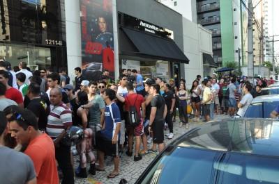 Público faz fila para ver a musa (Foto: Camila Almeida)