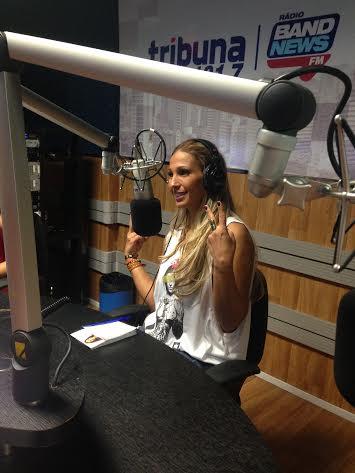 Funkeira visita estúdio da Tribuna Bandnews FM e Jangadeiro FM e fala sobre polêmica envolvendo seu nomes (FOTO: Marcella Ruchet)