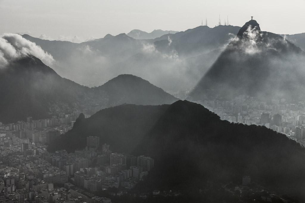 Vista aérea fo Cristo Redentor, no Rio de Janeiro, RJ. (FOTO: Cássio Vasconcelos)