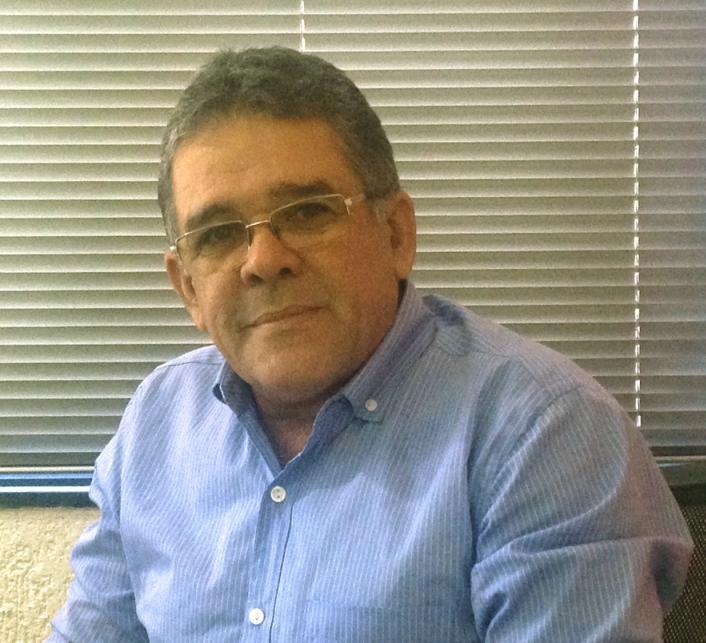 Moésio Fiuza alegra a manhã dos internautas com charges bem-humoradas (FOTO: Arquivo pessoal)