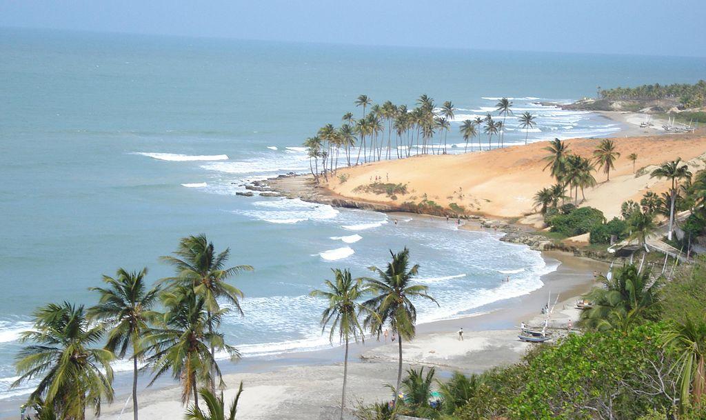 Formada por falésias, dunas e coqueiros, Lagoinha é uma das praias mais belas do Ceará. Os principais bares, restaurantes e pousadas ficam num centrinho e, apesar de não ser tão preservada quanto era há alguns anos, o lugar é paradisíaco. Tudo isso, sem a muvuca das praias mais centrais (FOTO: Wikipedia)