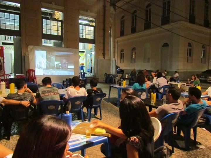 O Cine Corno é um cineclube de iniciativa do Coletivo Queima Filme, formado por quatro alunos da terceira turma do Curso de Realização em Audiovisual do Vila das Artes (FOTO: Divulgação)