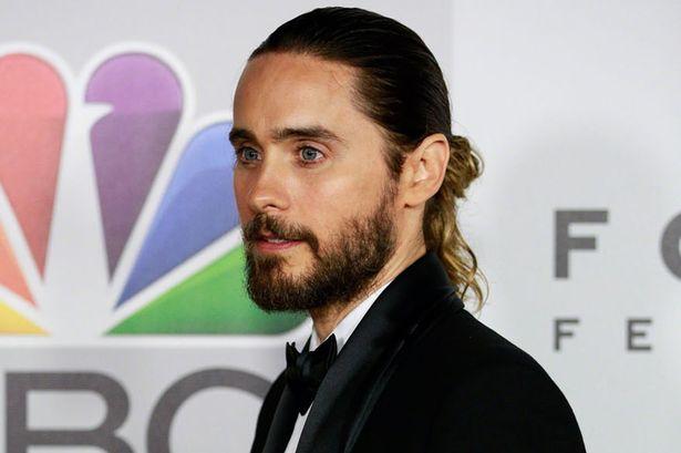 Coque no cabelo é mais nova tendência para homens