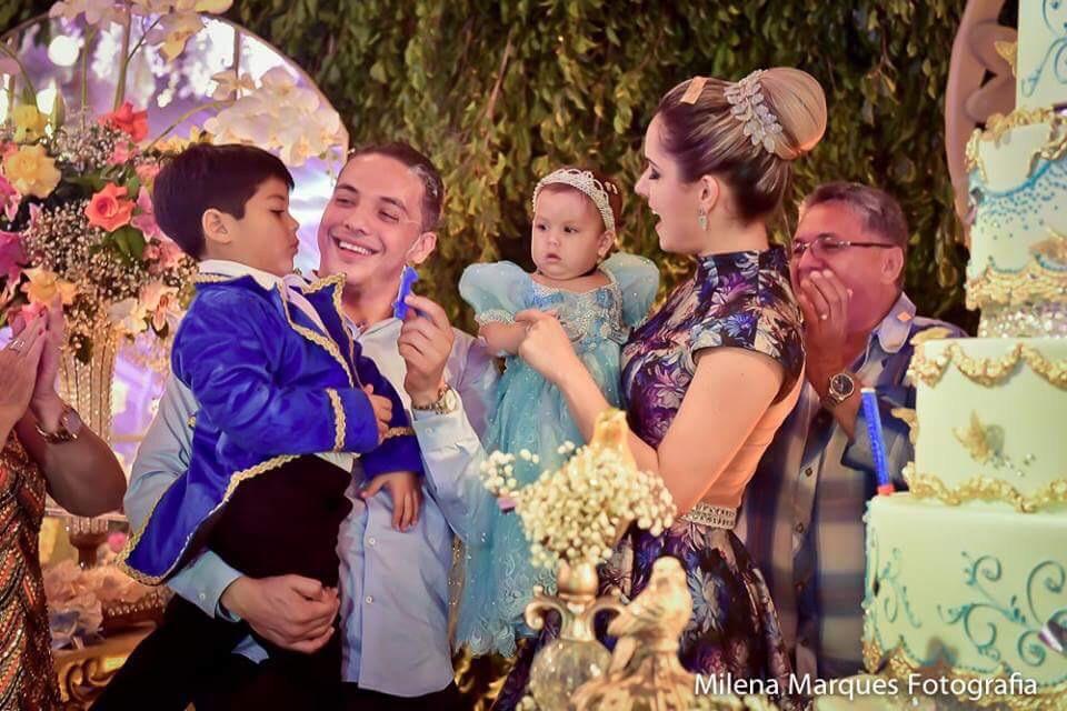 O vestido de princesa usado pela a aniversariante Ysis custou R$ 1.200.