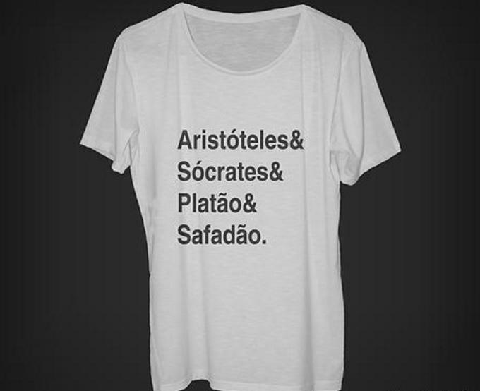 Camisa associa Wesley Safadão a grandes filósofos da Grécia Antiga
