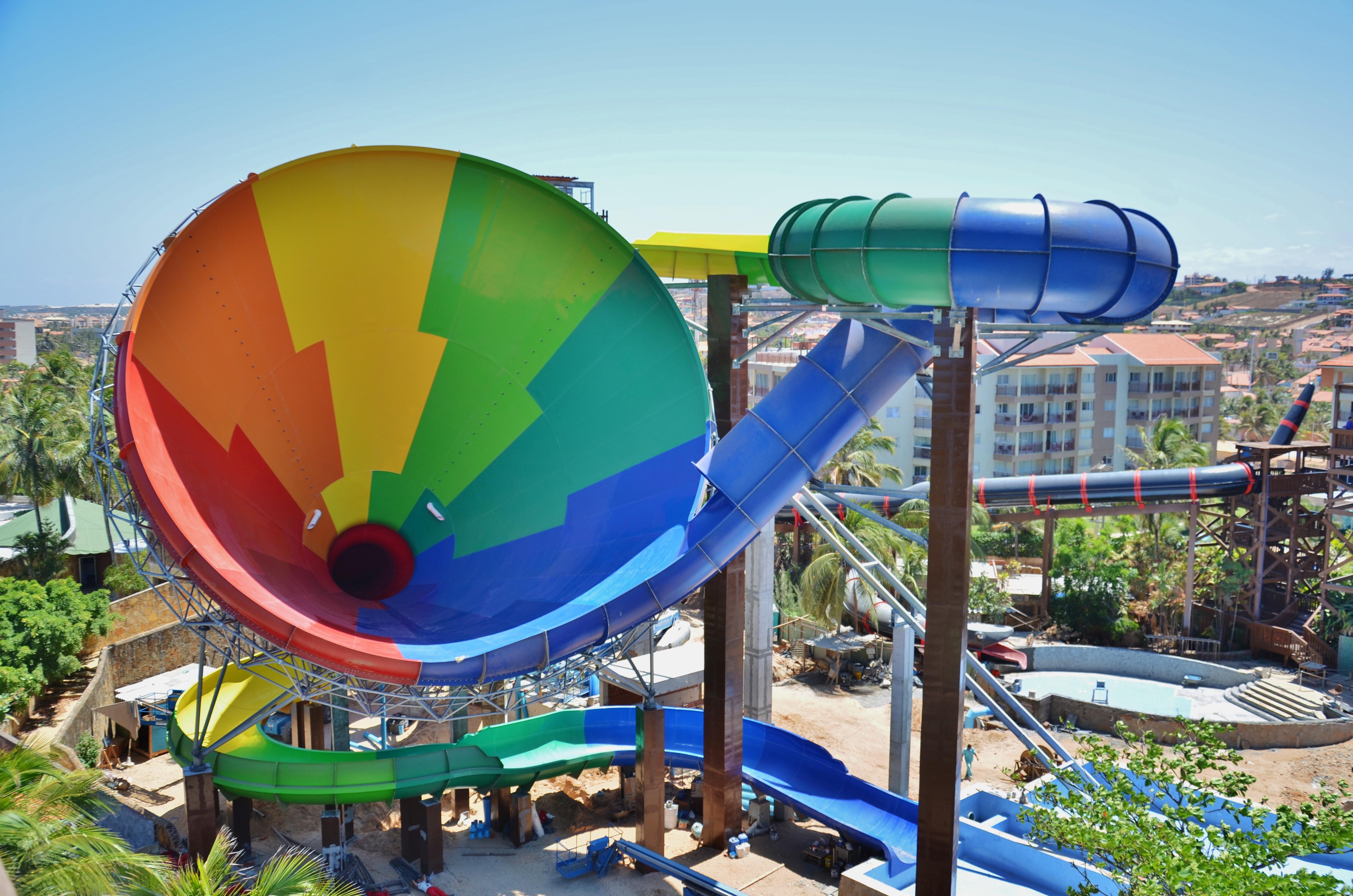 Beach Park comemora 30 anos com inauguração de novo brinquedo