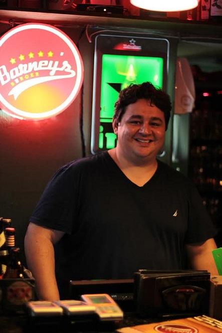 Marcelo Pimentel já foi vendedor de picolé, se aventurou como mágico, até abrir o Barney's (FOTO: Fernanda Moura/Tribuna do Ceará)