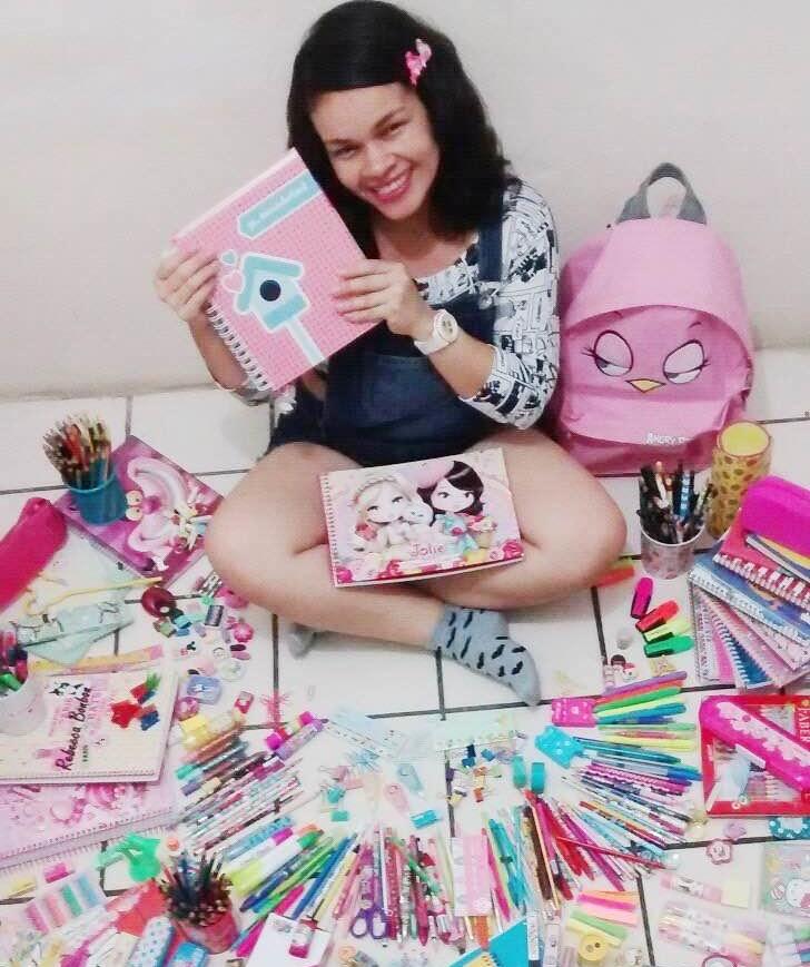 Cearense faz coleção de itens de papelaria e bomba no Instagram