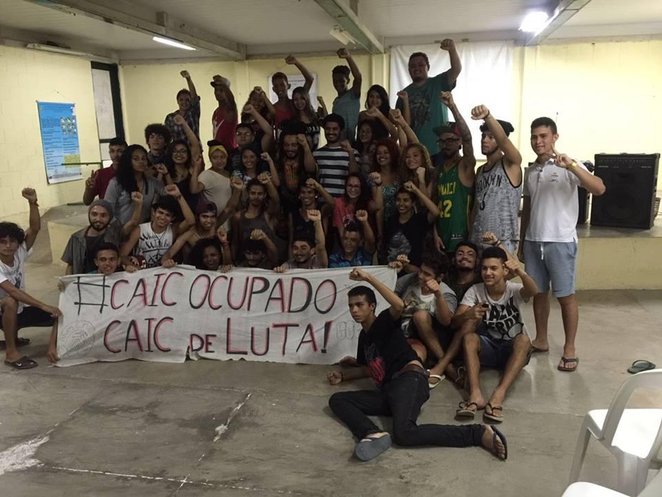 Criolodiz ter ficado emocionado em visita à escola ocupada por estudantes