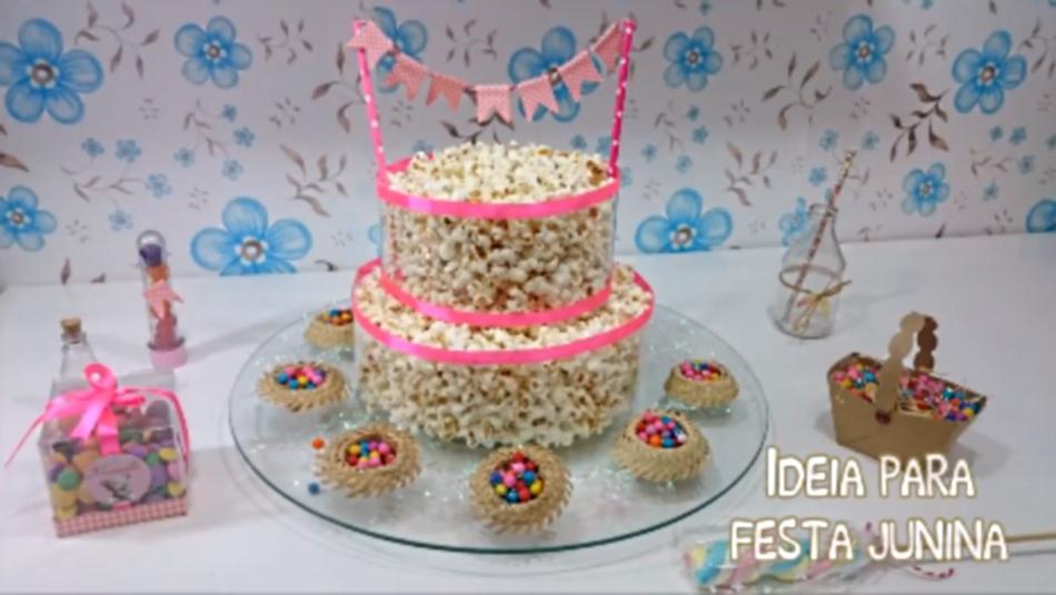 Confira como inovar o tema de aniversário com um bolo de pipoca