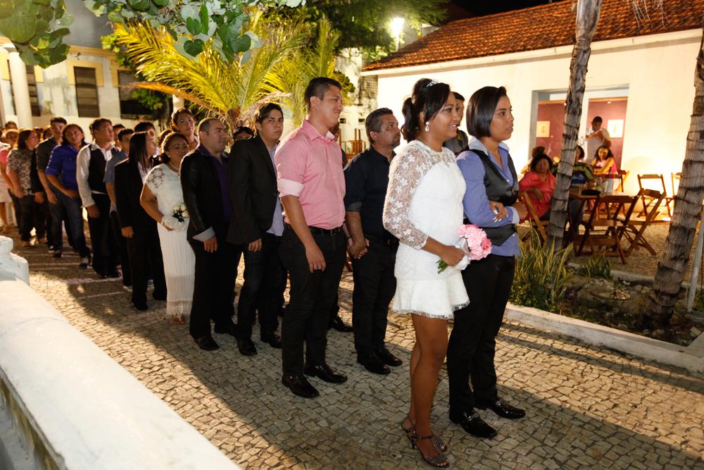 Fortaleza realiza terceiro casamento coletivo civil homoafetivo