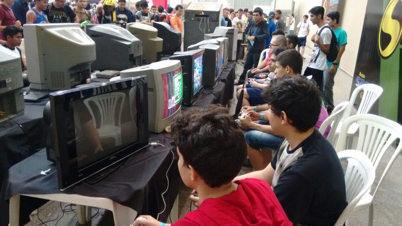 Sana tem espaço com videogames antigos para você jogar e viajar no tempo
