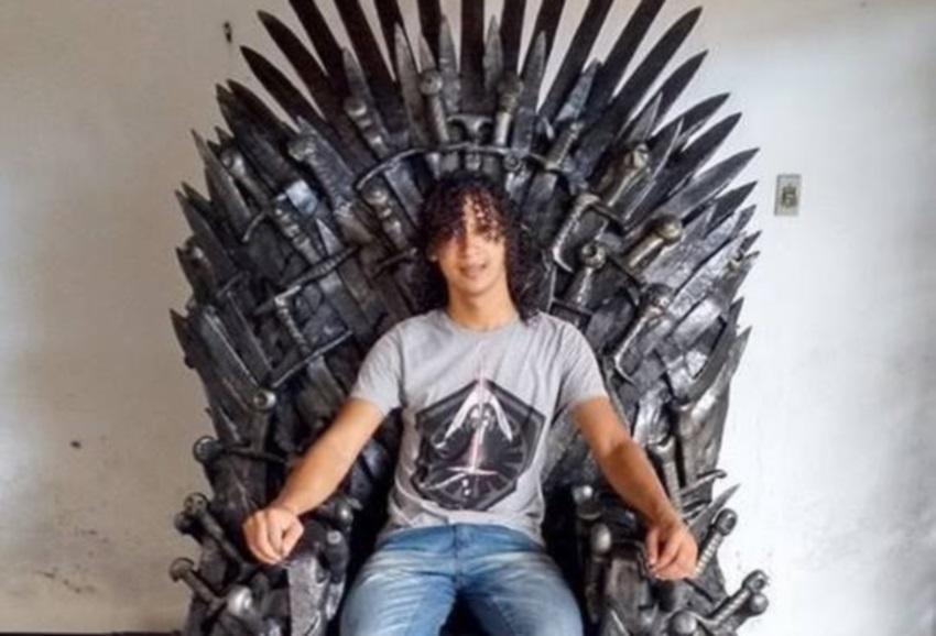 Escultor do Ceará cria trono de Game Of Thrones avaliado por R$ 18 mil