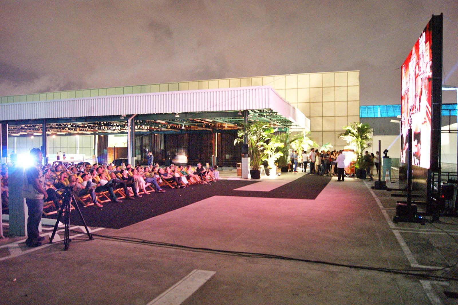 Pais e filhos podem participar de cinema ao ar livre em Fortaleza