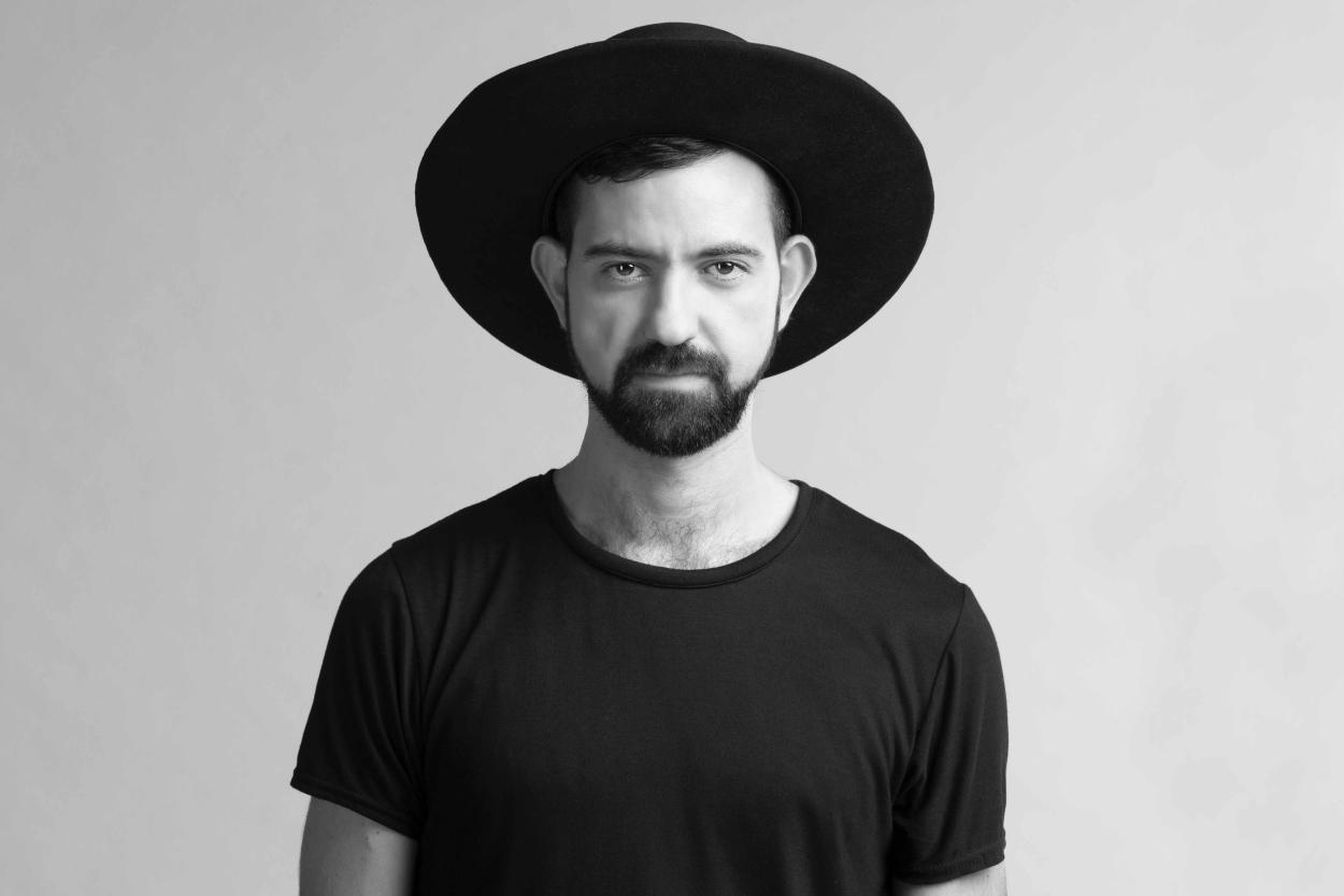 Estilista cearense apresenta coleção inspirada no Brasil em semana de modano Canadá