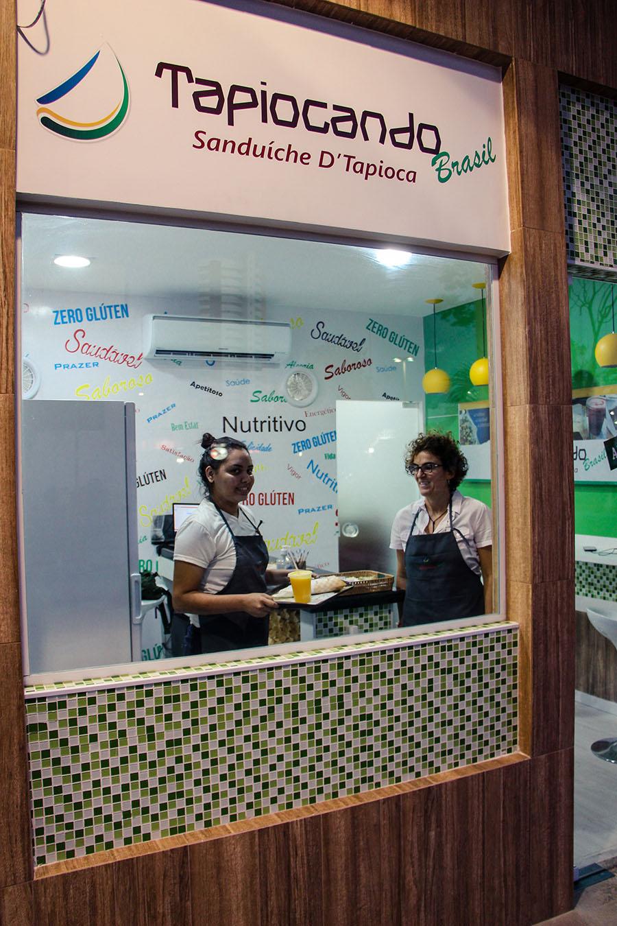 Ex-atleta de vôlei Shelda Bedê inaugura loja com sanduíche de tapioca em Fortaleza