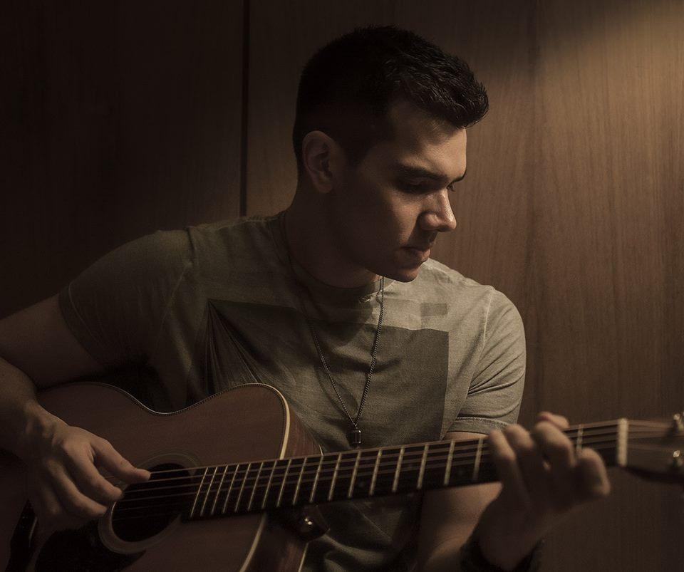 Após largar carreira para estudar música nos EUA, cearense integra trilha sonora de filme